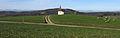 Blick über die Saalenbergkapelle in Sölden auf das Schönbergmassiv und die Vogesen.jpg