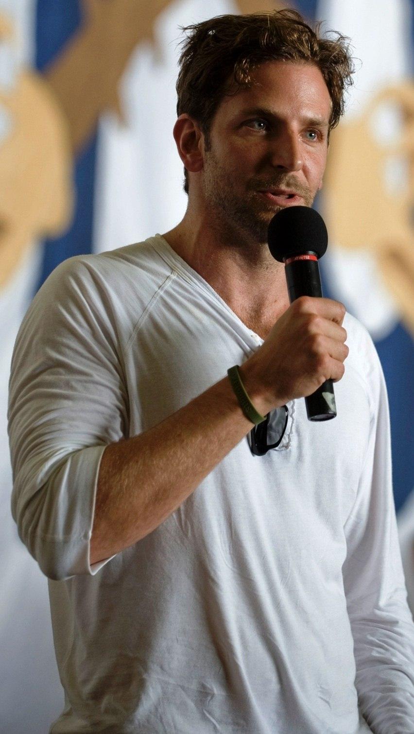 Bradley Cooper, July 2009 (cropped)