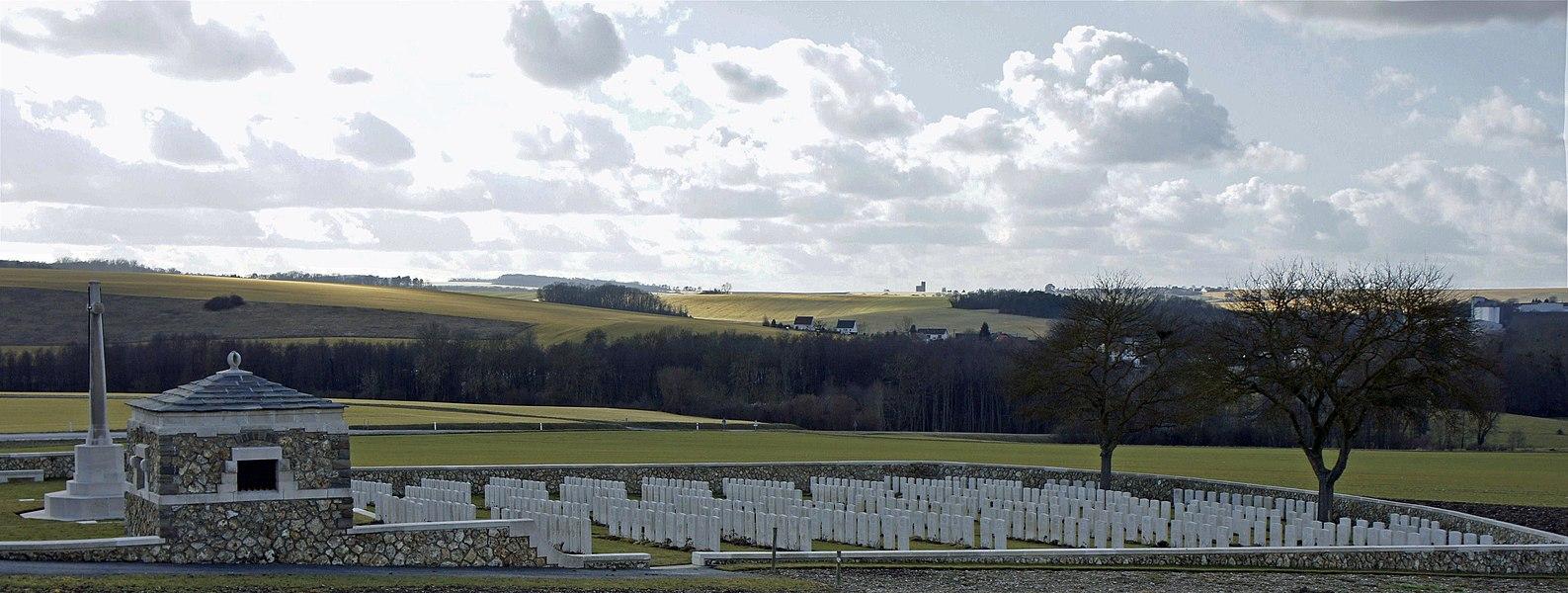 Vue du British cemetery et du village de Chambrecy.