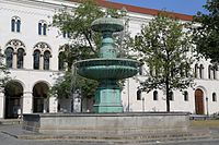 Brunnen am Geschwister-Scholl-Platz-8.jpg