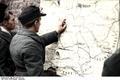 Bundesarchiv Bild 101I-301-1951-38, Frankreich, deutsche Soldaten an Landkarte Recolored.png