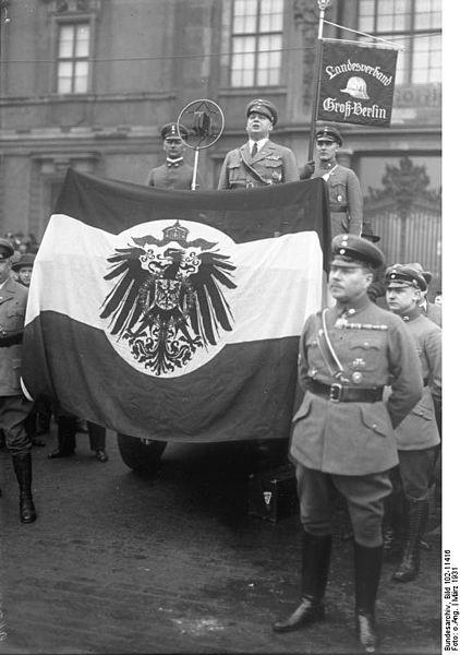 File:Bundesarchiv Bild 102-11416, Berlin, Lustgarten, Stahlhelmaufmarsch.jpg