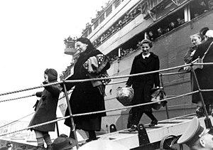 Bundesarchiv Bild 137-054452, Stettin, Ankunft von Umsiedlern
