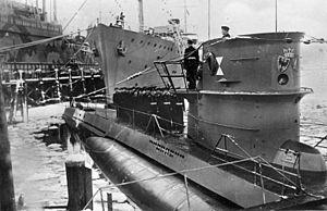 German submarine U-203 - Image: Bundesarchiv DVM 10 Bild 23 63 15, Kiel, Indienststellung U Boot U 203