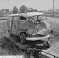 Busje botste tegen goederentrein in Den Ham , het vernielde busje, Bestanddeelnr 916-5865.jpg