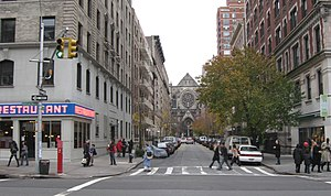 English: Looking east across Broadway, past To...