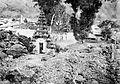 COLLECTIE TROPENMUSEUM Ceremonie bij het tempelcomplex van Batoer met de deels onder lava bedolven poort TMnr 10016356.jpg
