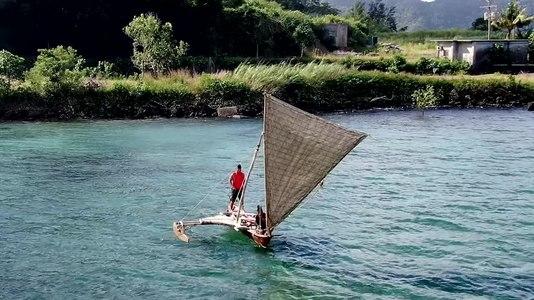 File:CanoeTacking.webm