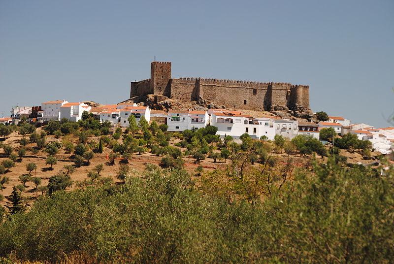 File:Castillo de Segura de León (15006574875).jpg - Wikimedia Commons