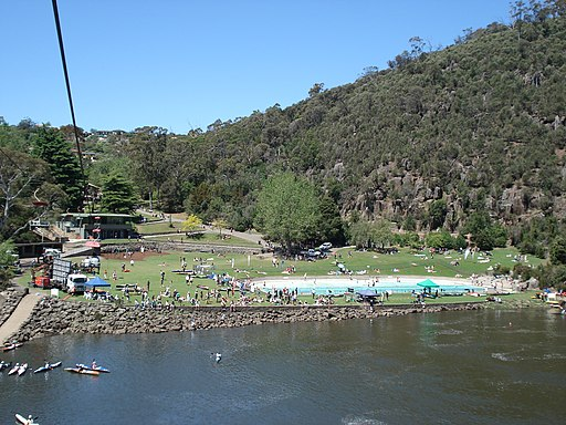 Cataract Gorge canoe