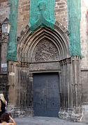 Catedral de Barcelona - Porta de la Pietat - 001.jpg