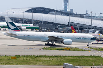 Cathay Pacific Airways, B777-200, B-HNB (19374418466).jpg