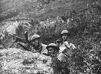 Bren light machine gun - Canadian infantry with a Bren gun during the Defense of Hong Kong.