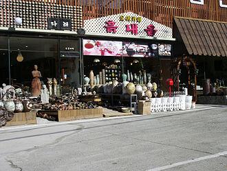 Icheon - Ceramic shops, Icheon.