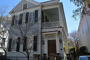 Charleston Historic District - Image: Charleston style house in historic district