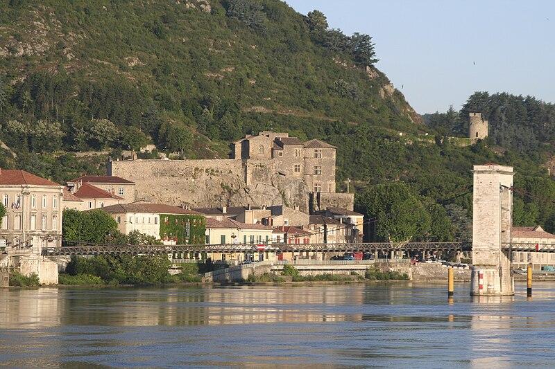 Fichier:Chateau tournon-1.jpg