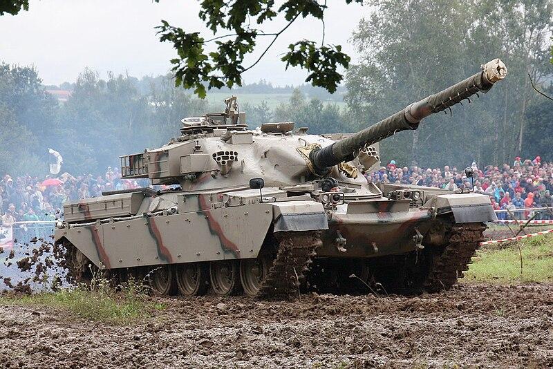 دبابة تشيفتن البريطانية 800px-Chieftain_lesany