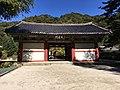 Chonwang Gate at Pohyonsa.jpg