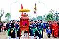 Chuẩn bị rước kiệu trong lễ hội làng Triều Khúc - panoramio.jpg