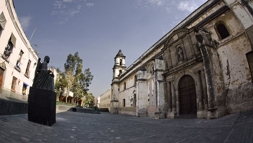 Claustro de la iglesia de San Jerónimo de la Ciudad de México. En este conjunto conventual vivió la mayor parte de su vida sor Juana Inés de la Cruz.