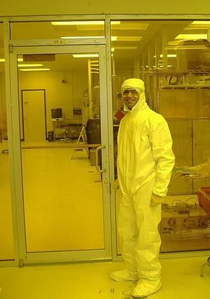 A researcher in the NMDC-UAH research facility