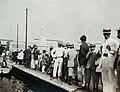 Collectie Nationaal Museum van Wereldculturen TM-60061938 Drukte op de kade, Kingston Jamaica fotograaf niet bekend.jpg