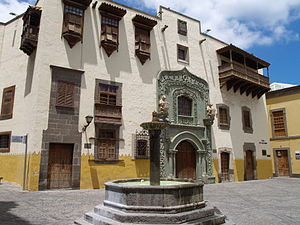 English: Christopher Columbus House & Pilar Nu...