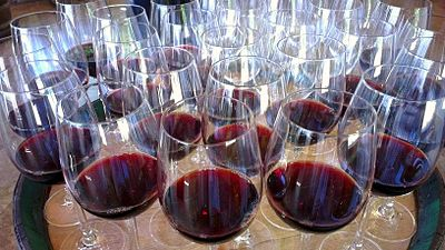 Copas de vino de Rioja en Elciego (Álava).jpg