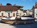 Courson-les-Carrières-FR-89-fontaine de la place-01.jpg