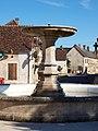Courson-les-Carrières-FR-89-fontaine de la place-02.jpg