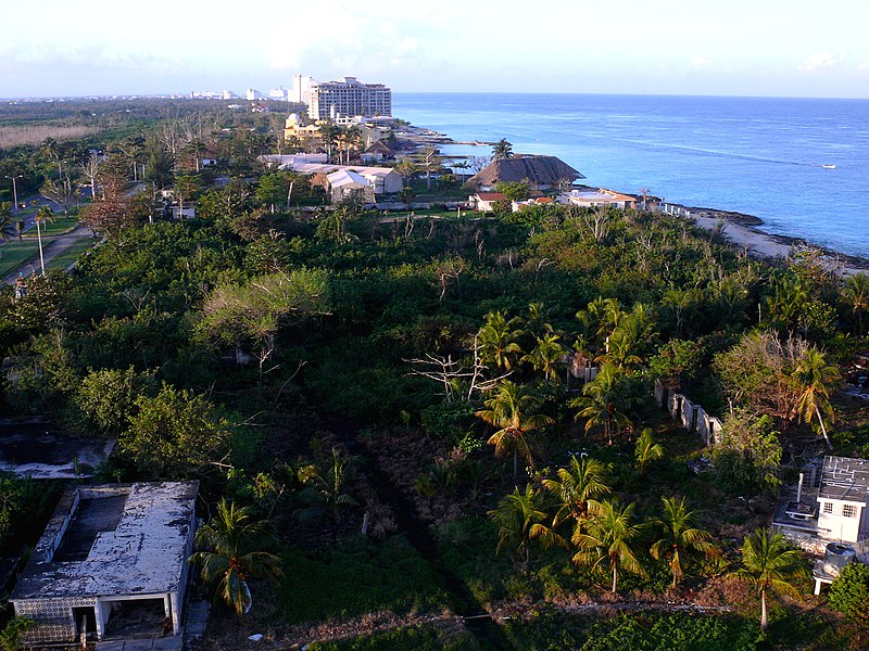 File:Cozumel Resort Balcony View-27527.jpg