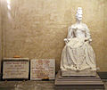 Cripta di san lorenzo, monumento all'elettrice palatina e lapidi 01.JPG