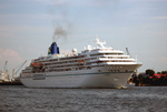 Cruise Ship Amadea down on the river Elbe, coming from Hamburg.png