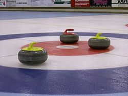 Curlingstenar i boet.