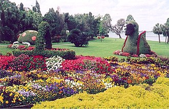 Cypress Gardens - Image: Cypress Gardens shaped flora