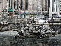 Düsseldorf Königsallee Tritonbrunnen.jpg