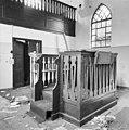 De gebedsruimte met biema (= verhoging voor het voorlezen van de Tora) van de synagoge te Haaksbergen in verval - Haaksbergen - 20095200 - RCE.jpg