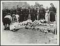 Dodenherdenking van de gesneuvelde soldaten van het Regiment Stoottroepen op het, Bestanddeelnr 30002 023.jpg