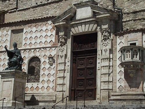 Best la facciata laterale with architetti perugia for Perla arredamenti santa maria degli angeli