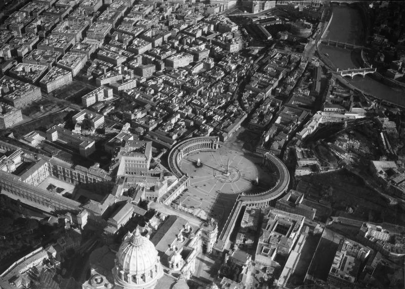 File:ETH-BIB-Vatikan, Rom-Kilimanjaroflug 1929-30-LBS MH02-07-0403.tif