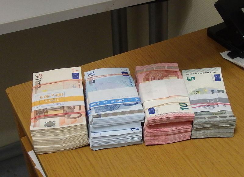 File:EURObanknotes.JPG