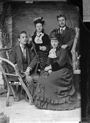 Edward Price and family, Llangollen (1876)
