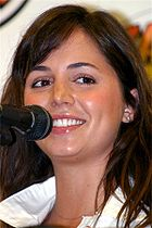 http://upload.wikimedia.org/wikipedia/commons/thumb/4/4f/Eliza_Dushku_raven.jpg/140px-Eliza_Dushku_raven.jpg