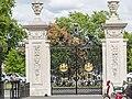 Elizabeth Gate, Kew Gardens (14933850452).jpg