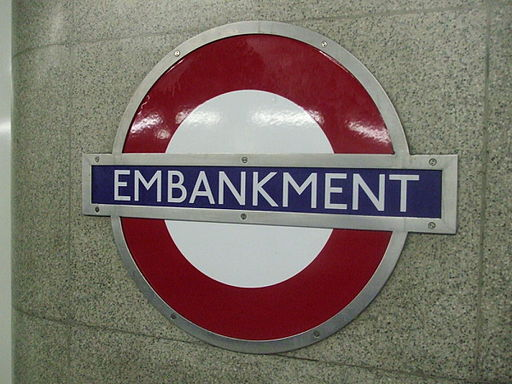 Embankment station District Circle roundel