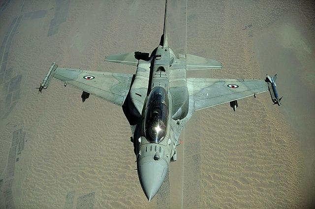 https://upload.wikimedia.org/wikipedia/commons/thumb/4/4f/Emirati_F-16_Fighting_Falcon_in_2009.jpg/640px-Emirati_F-16_Fighting_Falcon_in_2009.jpg
