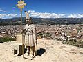 Estàtua d'Atahualpa i cadira al Cerro de Santa Apolonia de Cajamarca.jpg