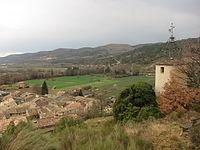 Estoublon Horloge vue du village.JPG