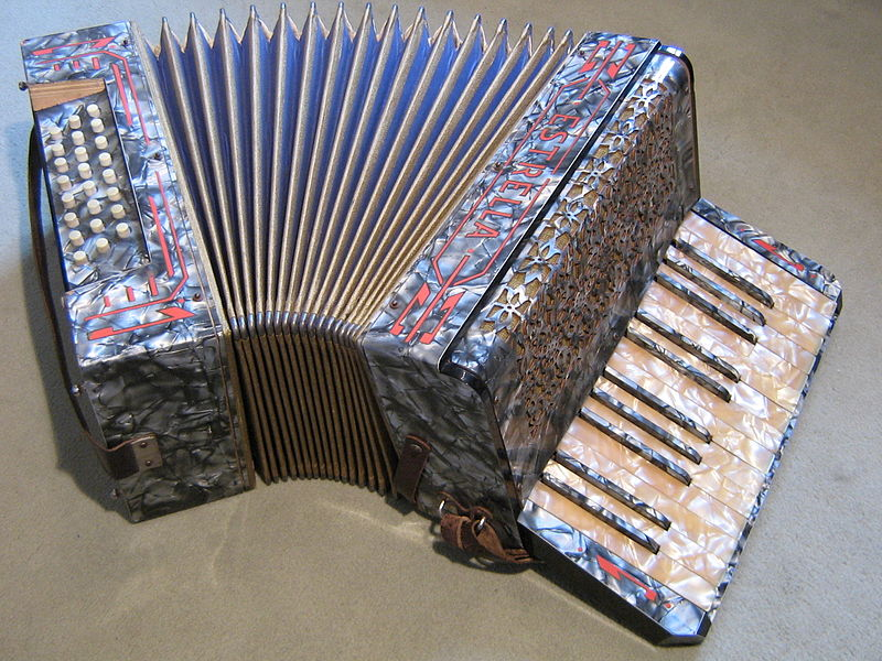 File:Estrella 24-bass accordion.jpg