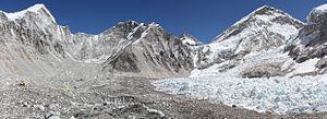 Lingtren - Left to right: Lingtren-Khumbutse - Everest west shoulder.